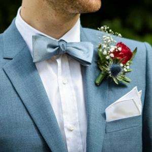 Costume de marié sur mesures avec nœud papillon assorti